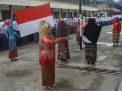 Memperingati Hari Kartini, SMK Muhammadiyah Pagaralam Menampilkan Srikandi-srikandi sebagai Petugas Upacara